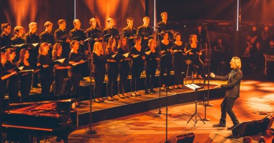 primary-Eric-Whitacre-and-Eric-Whitacre-Singers-2017-Concert-Tour-at-the-Basilica-of-St--Josaphat-1474298093