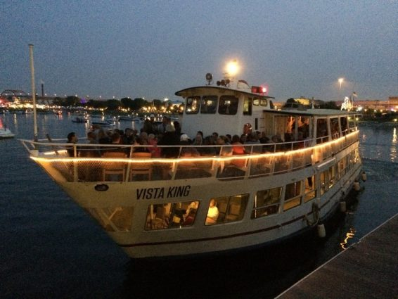 MILWAUKEE BOAT LINE SIGHTSEEING: HAPPY HOUR CRUISE